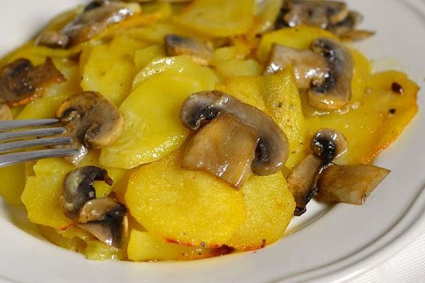 Картошка с шампиньонами в мультиварке: рецепт с фото