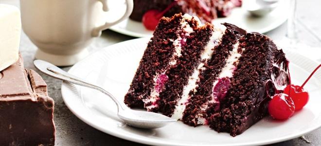 Шоколадный пирог в мультиварке с пропиткой из фруктового сиропа: рецепт с фото