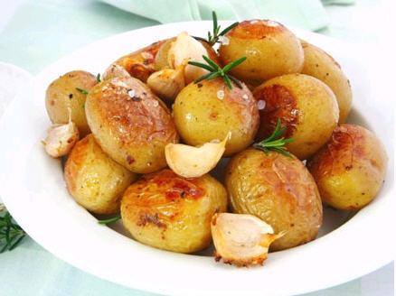 Запечённый картофель в мультиварке: рецепт с фото
