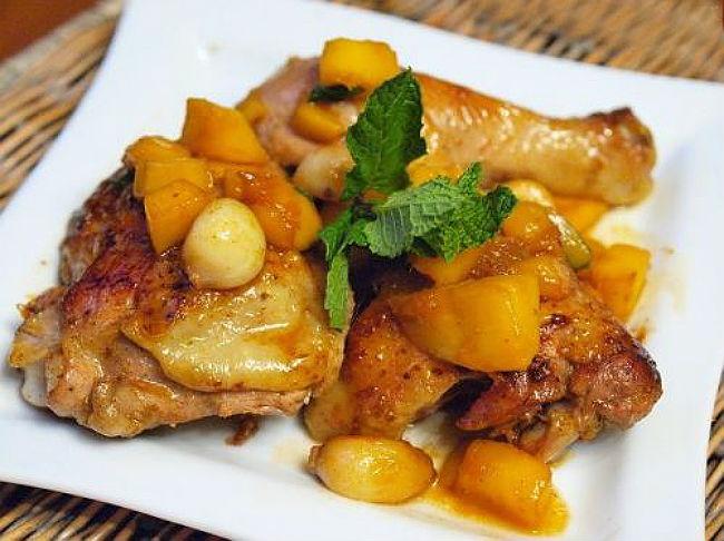 Курица, запечённая с айвой в мультиварке: рецепт с фото