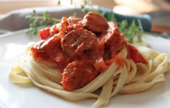 Свиное мясо в соевом соусе и лапшой на гарнир в мультиварке: рецепт с фото