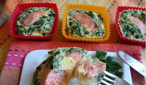 Рыба со шпинатом в омлете, приготовленная в мультиварке на пару: рецепт с ото