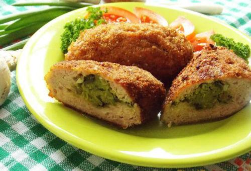 Свиные зразы с начинкой из яиц, масла и свежей зелени в мультиварке: рецепт с фото