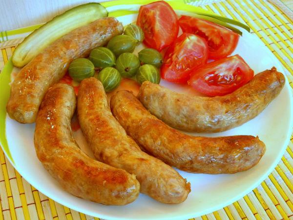 Ароматные домашние колбаски в мультиварке: рецепт с фото