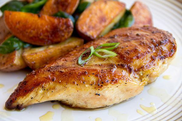 Ароматная куриная грудка в мультиварке: рецепт с фото
