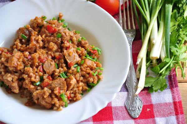 Куриное филе с овощами и гречкой в мультиварке: рецепт с фото