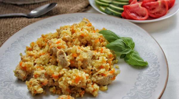Нежное мясо кролика с гарниром из булгура и овощей в мультиварке: рецепт с фото