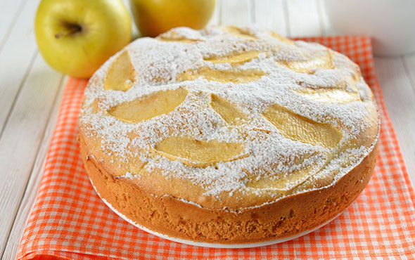 Пирог на яичных желтках с грушами в мультиварке: рецепт с фото