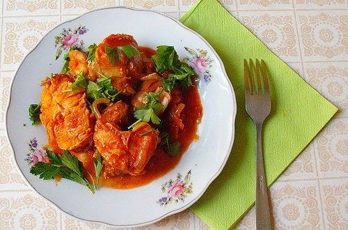 Рыба, тушеная с овощами в томатном соке в мультиварке: рецепт с фото
