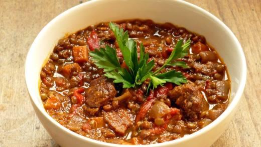 Чечевичная каша с мясом, кабачками и томатами черри в мультиварке