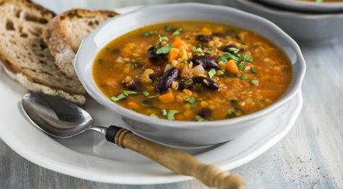 Суп с чечевицей и копченым беконом в мультиварке