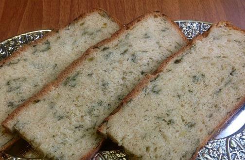 Хлеб из цельнозерновой муки с зеленью в мультиварке