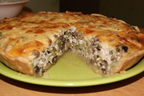 Слоеный пирог с начинкой из курицы в мультиварке