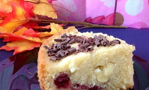 Пышный пирог с вишнями и миндалём в мультиварке