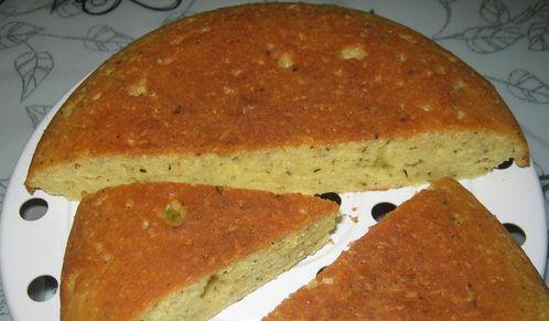 Закусочный пирог с твёрдым сыром в мультиварке