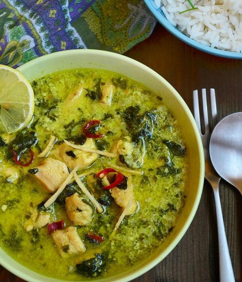 Куриное филе в соусе со сливками и шпинатом в мультиварке: рецепт с фото