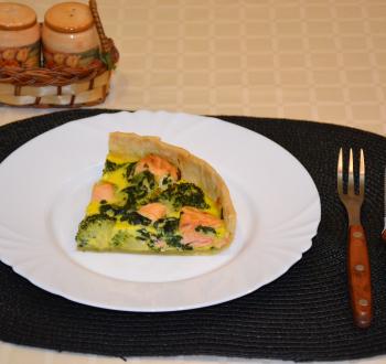 Аппетитный пирог с лососем и брокколи в мультиварке: рецепт с фото