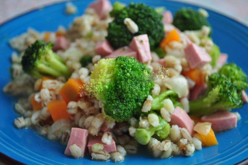 Каша с колбасой в мультиварке: рецепт с фото